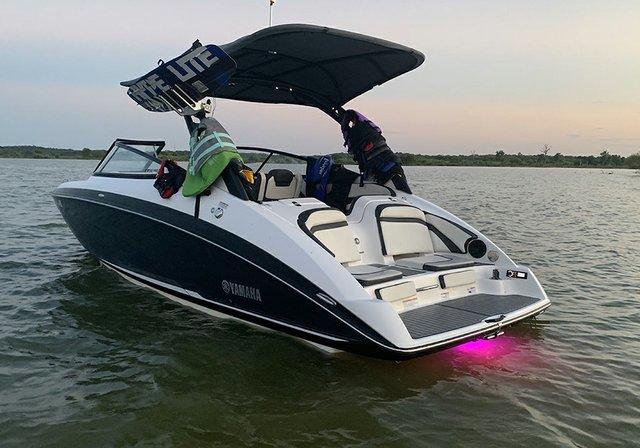 web-boat-rentals-grapevine-texas-yamaha-ar242-limited-e-series-processed.jpg