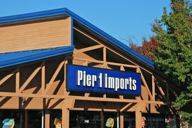 Pier_1_Imports_sign_-_Hillsboro,_Oregon_2013.jpg